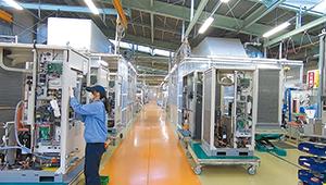 工作機械などの熱源を冷却・温調するチラー。