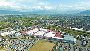 オリオン機械本社工場。長野の自然環境に調和した製品開発を推進している。