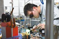 CO2冷媒を用いた工作機械向け液温自動調整機