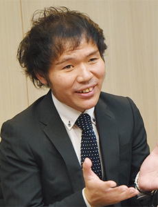 EGAO linkの実現を主導した 同社の中元亮介氏。介護福祉士 でもある。