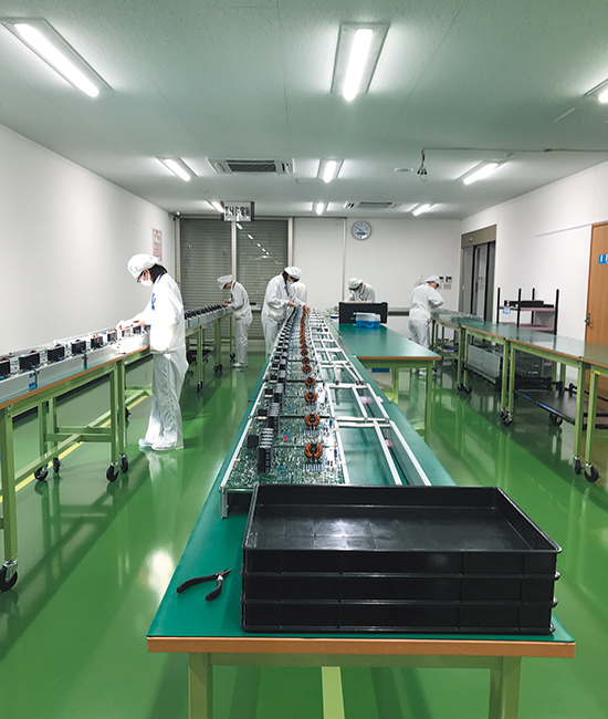 山口宮野工場の蓄電インバータ製造ライン。