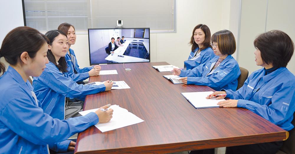 グループの連携を密にするため、各営業所とのテレビ会議も頻繁に行われている。