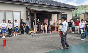 富士市内の区公会堂での防災訓練
