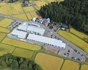 田園に囲まれた新潟工場。地元魚沼市に貢献できる会社 を目指している。