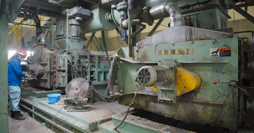 製造コストを低くするため、当初から固形燃料の成型機を2台並列して設置。毎時7トンの製造能力を確保した。